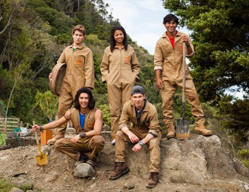 <strong>Power Rangers Dino Charge</strong> S22E03 Le piège de Sledge - 1