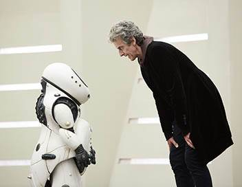 Doctor Who S10E02 Souriez